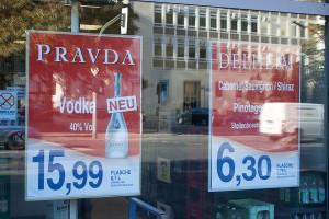 Werbung eines Getränkemarkts, Berlin 2012; Foto: David Kasparek