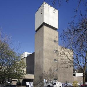 Werner Düttmann, St. Agnes, Berlin 1965–1967 (Unter Denkmalschutz seit 2005); Foto: Beek100