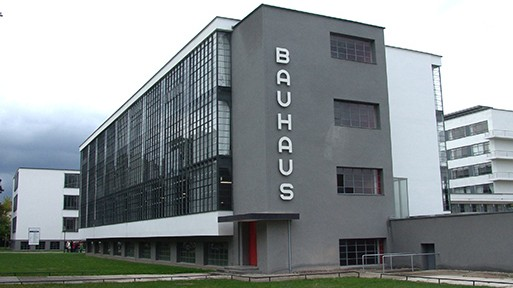Bauhaus Dessau_Dr Volkmar Rudolf_Tilman2007 via wikimedia_CC BY-SA 3-0