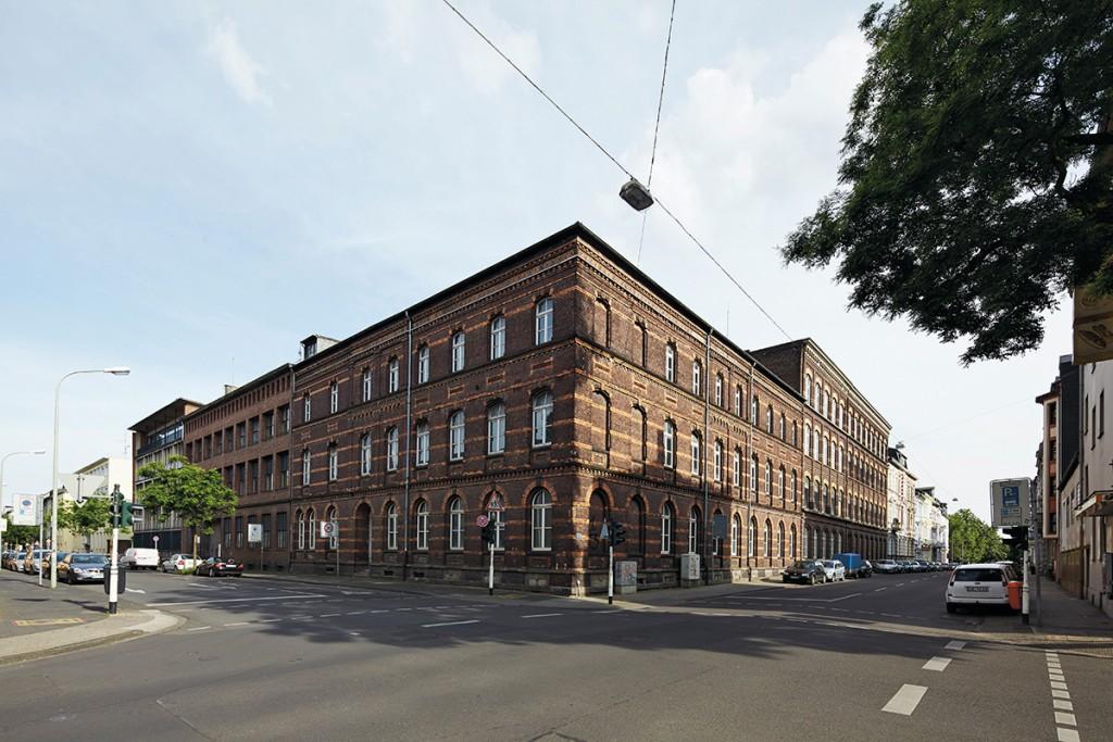 Die Alte Samtweberei wird als Gemeinschafts-, Wohn- und Arbeitsort schnell als ein neues Zentrum im Samtweberviertel wahrgenommen, 2013, Foto: Stefan Bayer Mai 2014