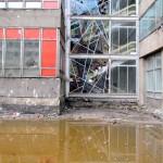 Abrissarbeiten am Atrium I, Bleiglasfenser am nördlichen Hof