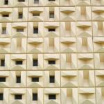Betonformsteine an den Stirnwänden der Robotron-Gebäude