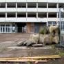 Robotron, abgebaute Betonformsteine der Schmuckwand im Hof des Bürozentrums