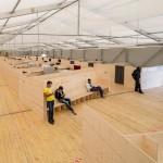 Jan Schabert (günther & schabert Architekten), München Leichtbauhalle, Flüchtlingsunterkunft,  Innenansicht / Foto: Michael Heinrich