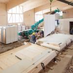 Gerstberger Architekten GmbH, München / LiWood, München Flüchtlingsunterkunft, Herstellung der Module / Foto: Michael Heinrich