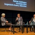 Doris Thut und Moderator Rieklef Rambow im Gespräch mit Rainer Hofmann, Foto: Till Budde
