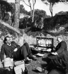 """Albert Speer und Rudolf Wolters auf der Fahrt nach Lissabon anlässlich der Ausstellungseröffnung """"Neue Deutsche Baukunst"""". Rast vor Toledo, November 1941"""