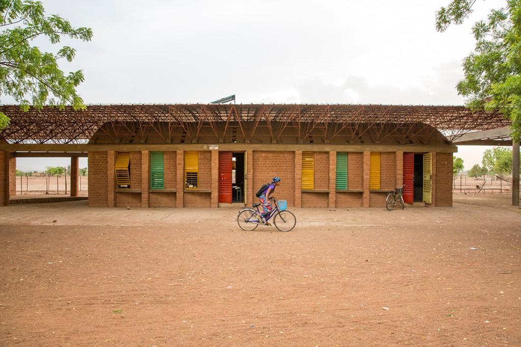 Francis Kéré, Erweiterungsbau der Schule in Gando, Burkina Faso, 2016 Foto: Daniel Schwartz/Gran Horizonte Media