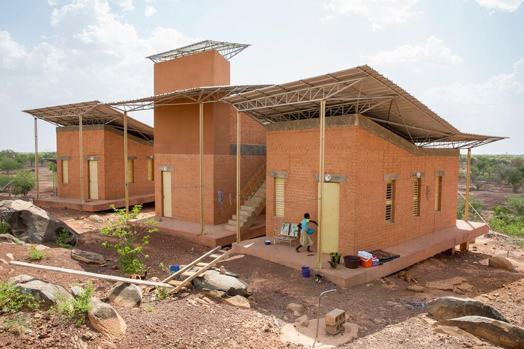 Francis Kéré, Wohnanlage im Operndorf, Laongo, Burkina Faso, 2016 Foto: Daniel Schwartz/Gran Horizonte Media