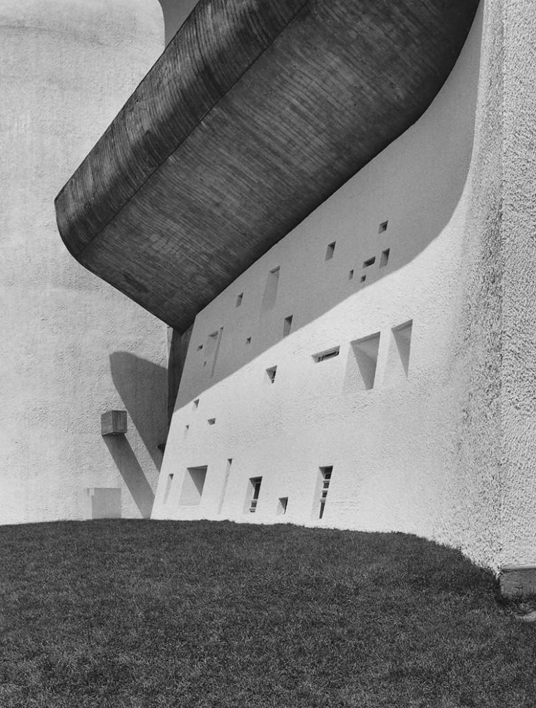 Klaus Kinold: Le Corbusier, Wallfahrtskirche Notre-Dam-du_Haut, Ronchamp, Frankreich, Foto 1987