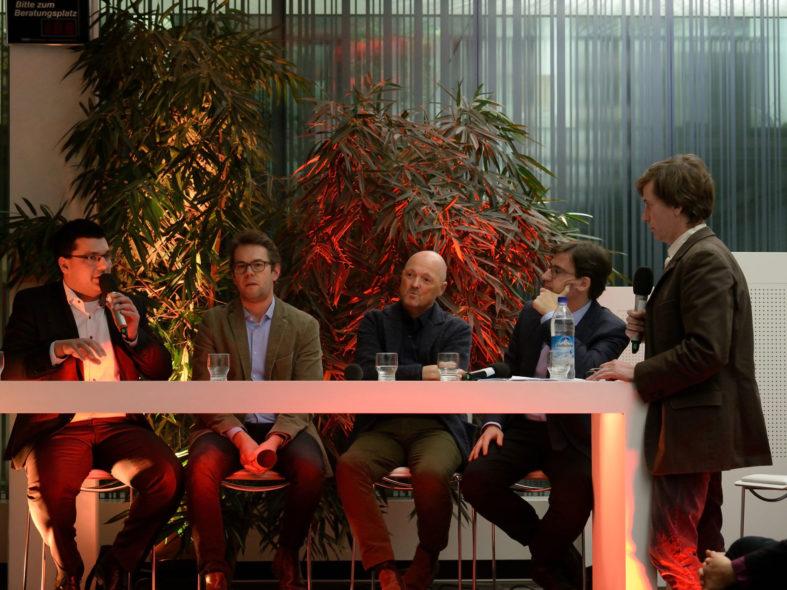 Podiumsdiskussion mit Jonas Merzbacher, Thomas Mühlender, Thomas Rehn, Christian Amlong und Christian Holl (v.l.n.r.)
