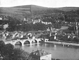 Heidelberg mit Alter Brücke vom Philosophenweg aus gesehen, 1896, Fotograf unbekannt