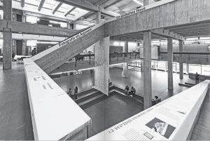 Max Bächer. 50 Meter Archiv, Ausstellungsansicht im Atrium des Architekturgebäudes der TU Darmstadt, 2019, Foto: CCSA