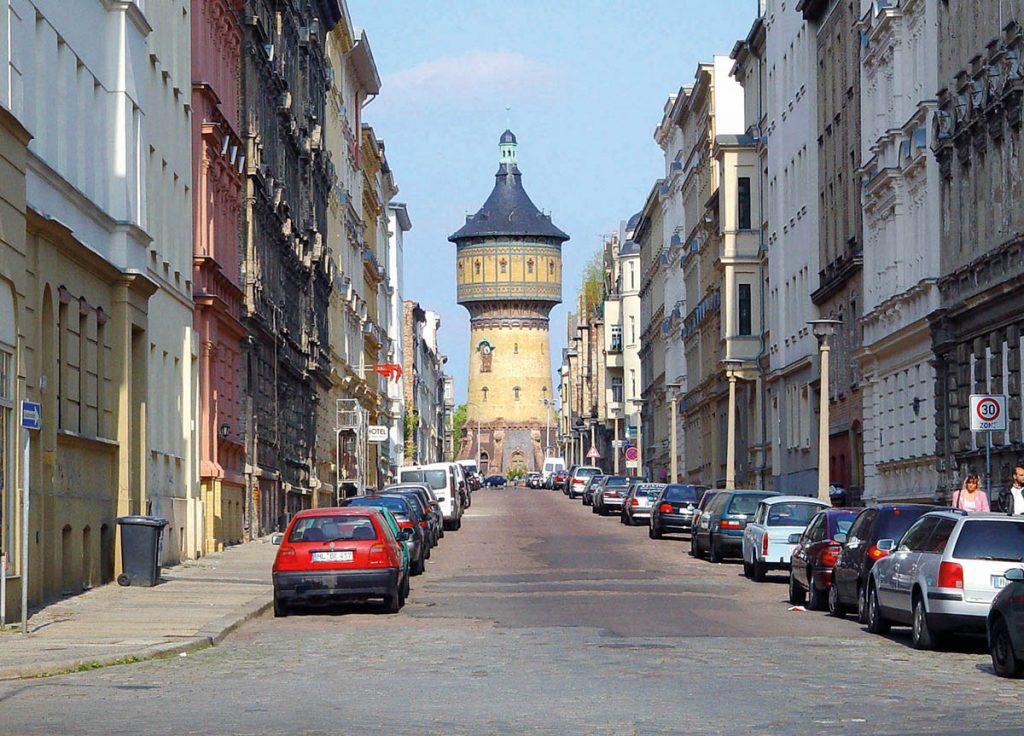 Paulusviertel, Halle an der Saale, Blick durch die Lessingstraße auf den Wasserturm, Foto: ArtMechanic (via Wikimedia/CC BY-SA 3.0)
