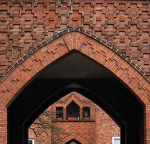 Adalbert Kelm / Kieler Kunst-Keramik AG, Marineviertel, Kiel 1926–1933, Foto: Rüdiger Stehn (via Wikimedia / CC BY-SA 2.0)