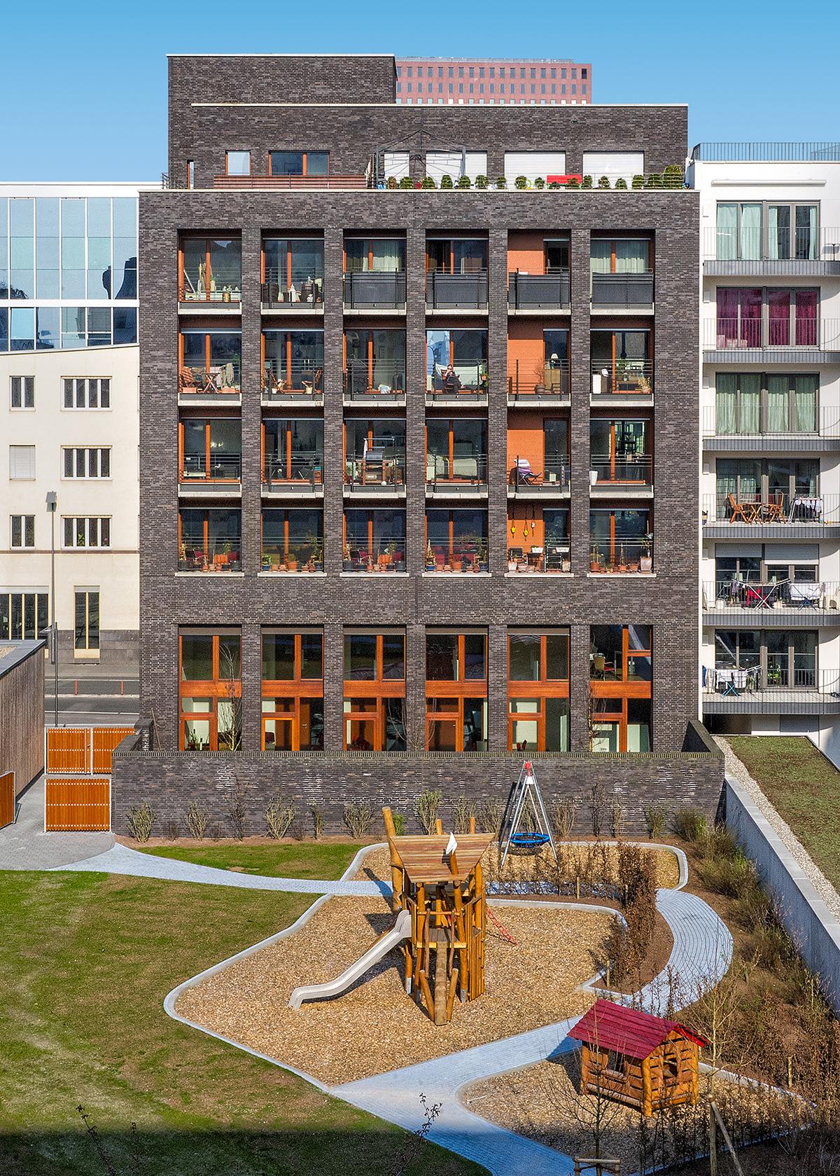 Gemeindezentrum. Blick auf die Westseite des Gebäudes mit Loggien (vom Wohnhaus «Westgarten 01»), Foto: Lisa Farkas