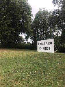 Julia Bünnagel/Patrick Riewe, The Park is Mine, Holz und Lack, 2009–2020, Foto: Andreas Denk