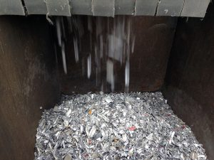 Recycling von Kunststoffteppichen und Aluminium-Rahmenprofilen, Foto: TEAMhillebrandt
