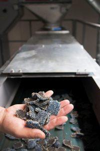 Recycling von Kunststoffteppichen und Aluminium-Rahmenprofilen, Foto: Fa. Desso