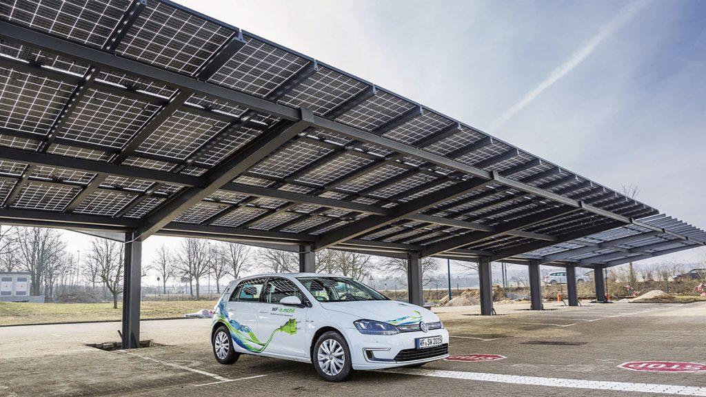 Photovoltaik als teiltransparente Dachlösung, Foto: Solarwatt