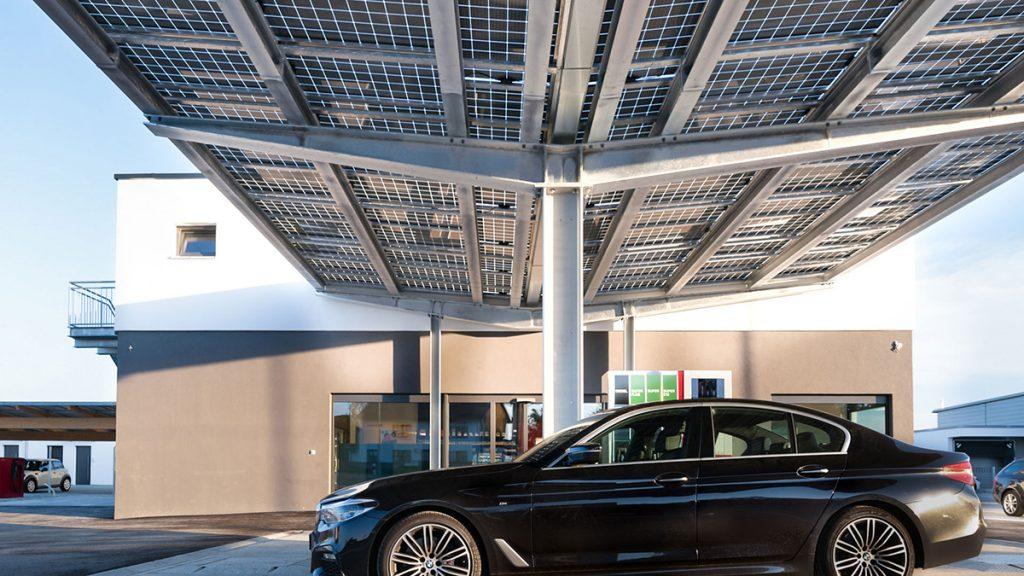 Photovoltaik zur Überdachung von Parkplatzflächen, Foto: Solarwatt