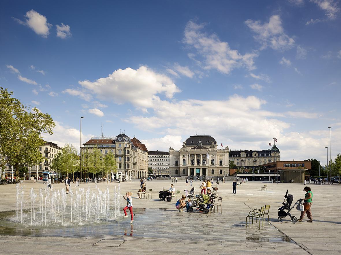 """vetschpartner Landschaftsarchitekten, ein """"Repräsentativer"""": Sechseläutenplatz, Zürich 2014, Foto: Manuel Bauer / Agentur Focus"""