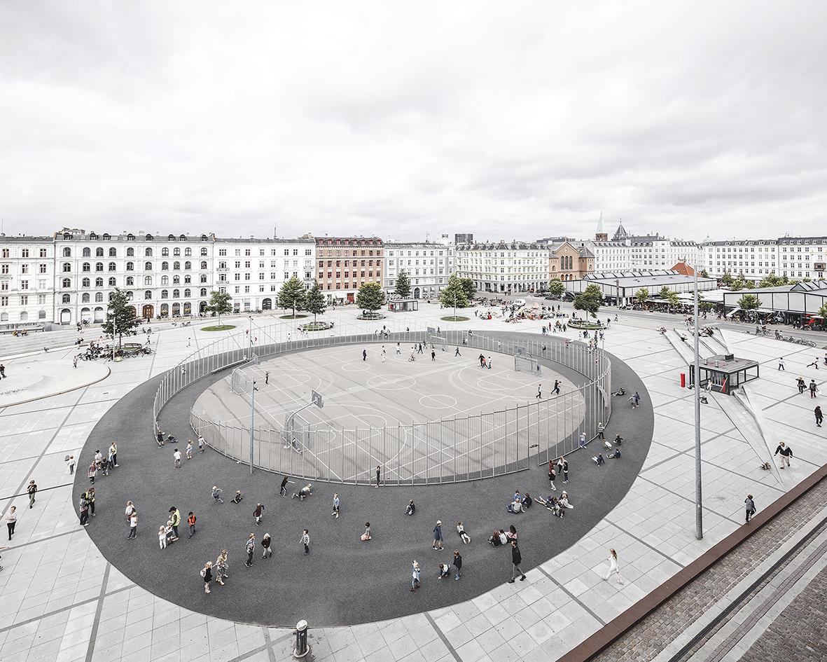 """COBE mit Sweco Architects, Niras, Morten Stræde, ein """"Aktiver"""": Israels Plads, Kopenhagen 2014 , Foto: Rasmus Hjortshøj - COAST"""