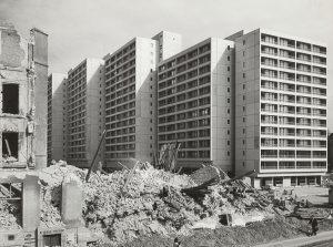 Wohnbebauung am Mehringplatz, während der Bauphase, o.J., Akademie der Künste, Berlin, Werner-Düttmann-Archiv, Nr. 34 F. 34/29a, Foto: Leon Müller